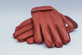 mens-leather-gloves-1194450_1920.jpg